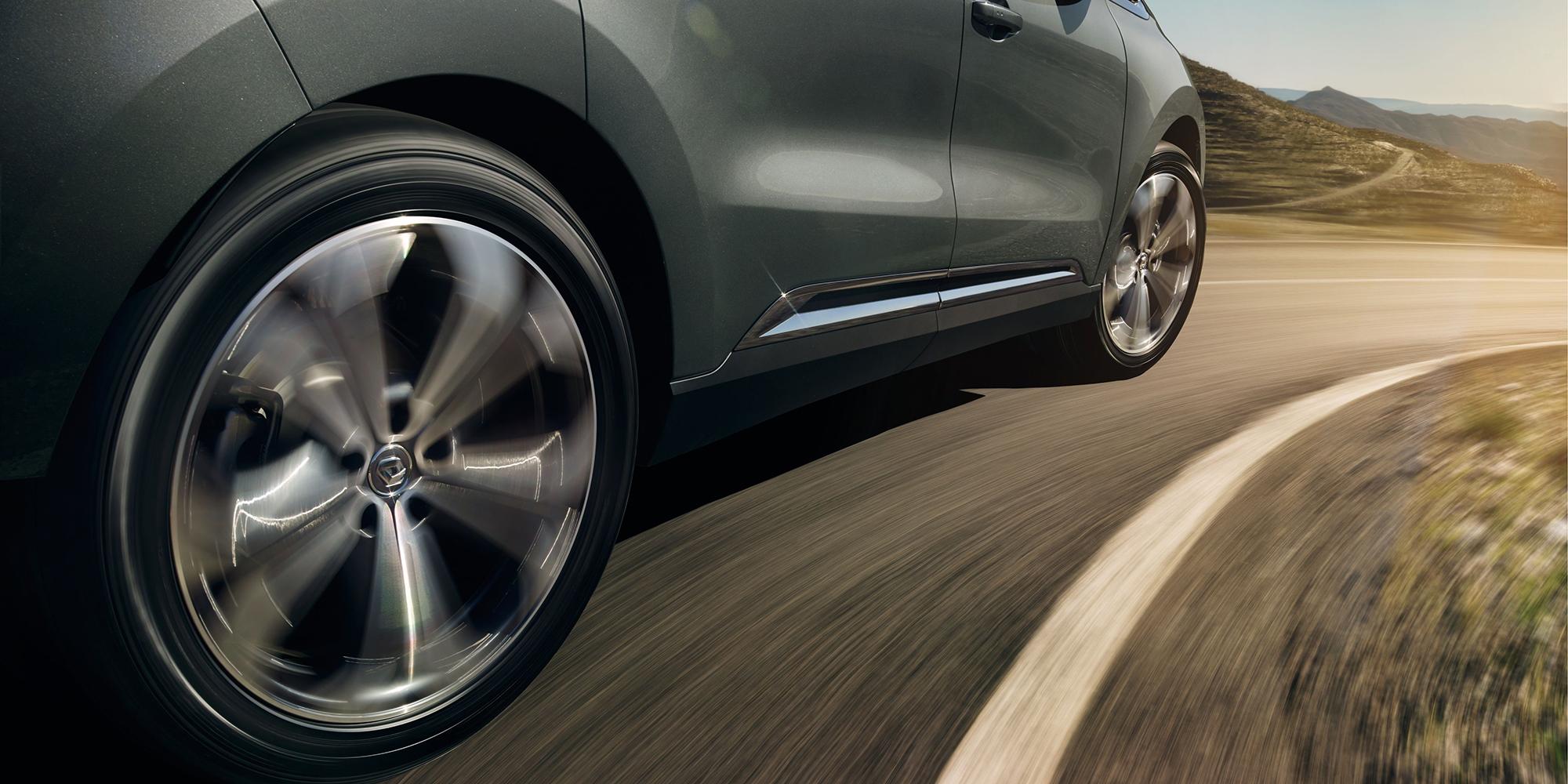 Renault ESPACE: dynamische Allradlenkung 4CONTROL®