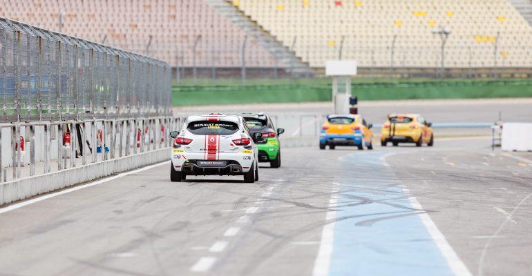Turbulenter Testtag: Der Clio Cup ist zurück