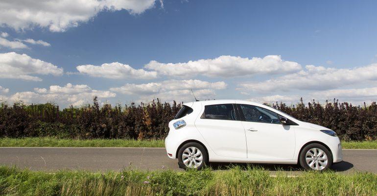 Der Stromrubel rollt: E-Auto-Prämie plus Renault Bonus