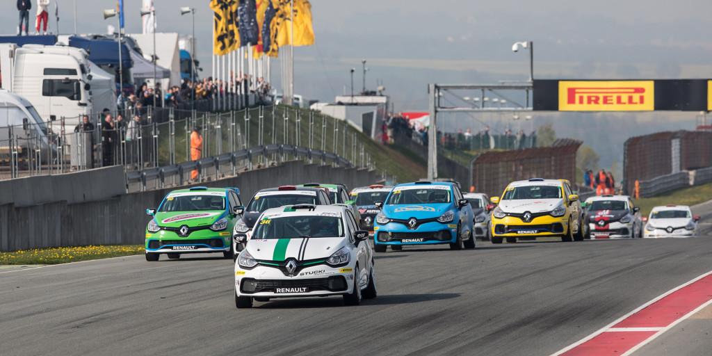 Calcum dominiert Clio Cup; Formula Renault 2.0 bleibt spannend