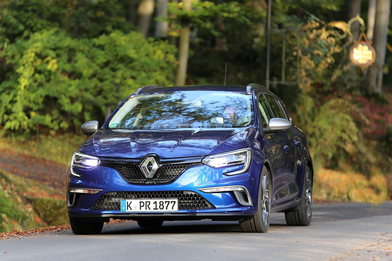 Renault Mégane Grandtour auf der Landstraße