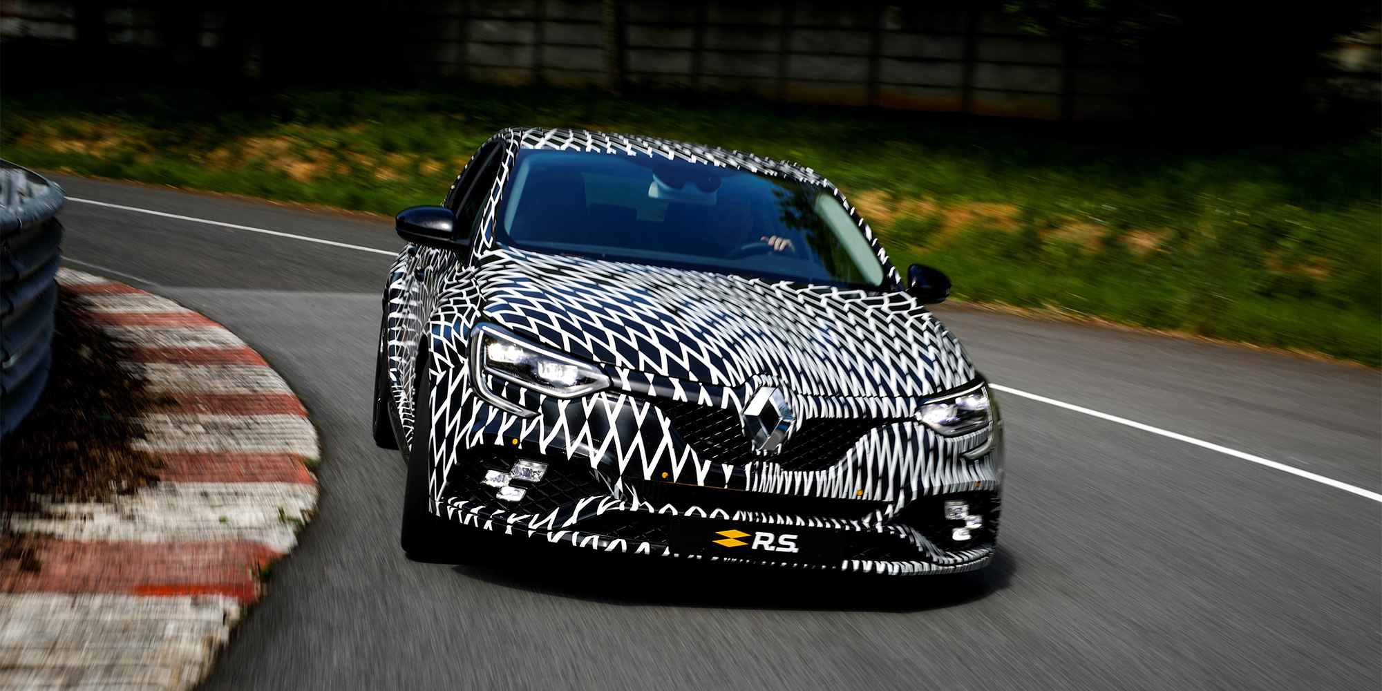 https://blog.renault.de/wp-content/uploads/2017/05/header-megane-rs-f1.jpg