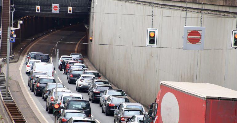 So verhalten Sie sich bei Stau, Panne oder Unfall im Tunnel