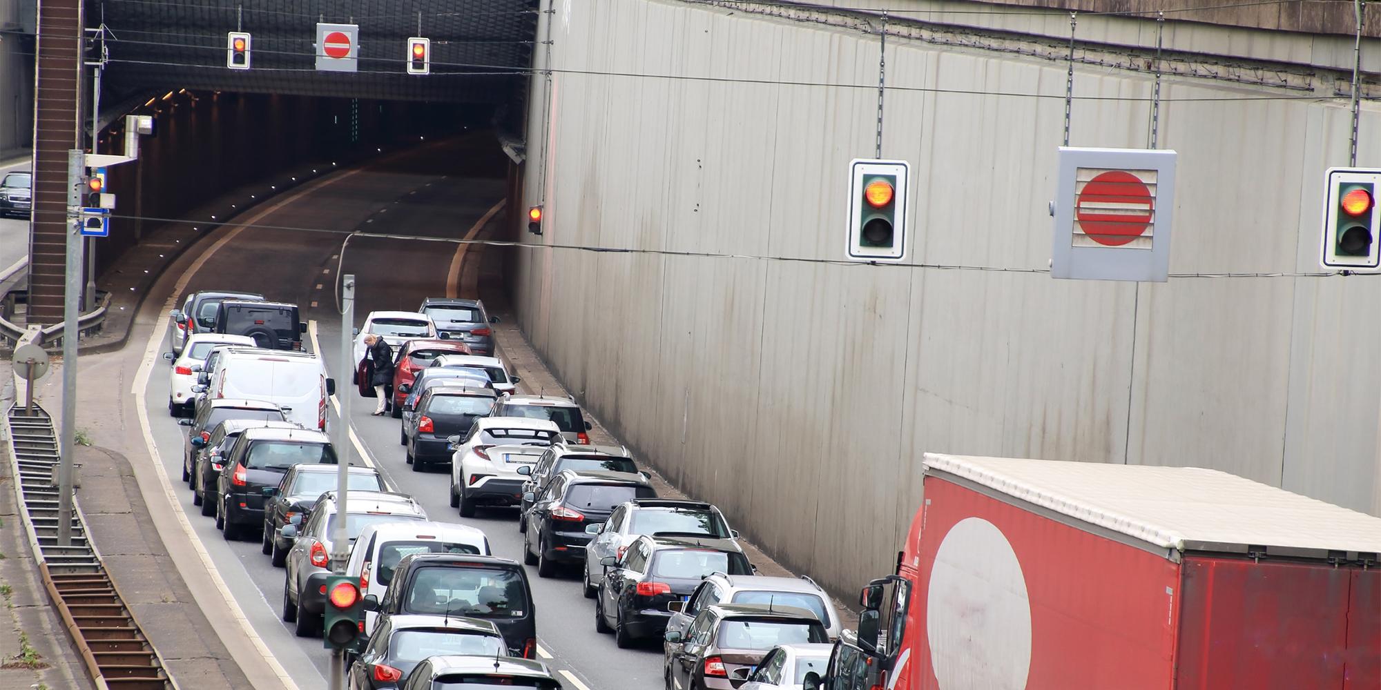 Stau, Panne oder Unfall im Tunnel: Was tun?