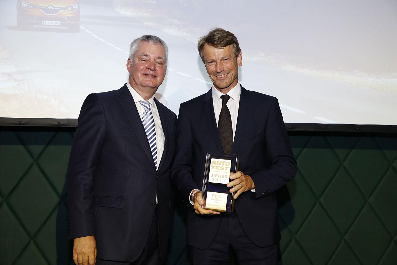 Scénic, Michael Iggena, Chefredakteur AUTO TEST, Uwe Hochgeschurtz, Vorstandsvorsitzender Renault Deutschland AG (rechts), 2017