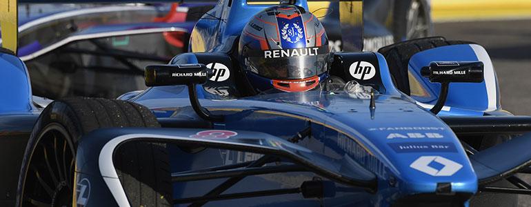 Formel E Sébastien Buemi lieferte sich spektakuläre Zweikaempfe
