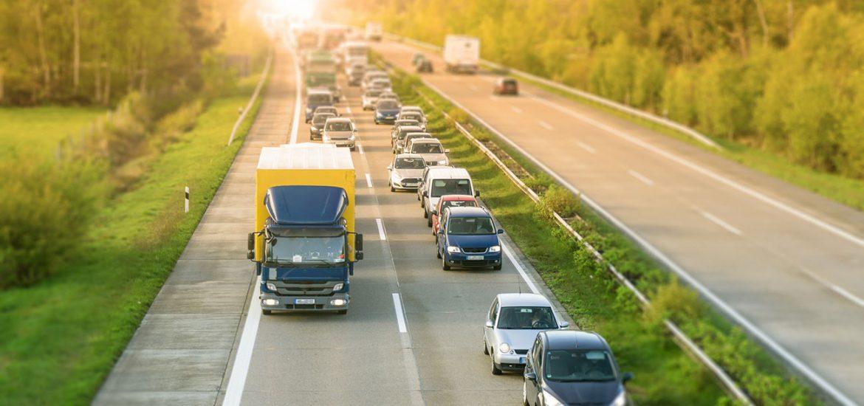 Rettungsgasse bilden fuer mehr Sicherheit