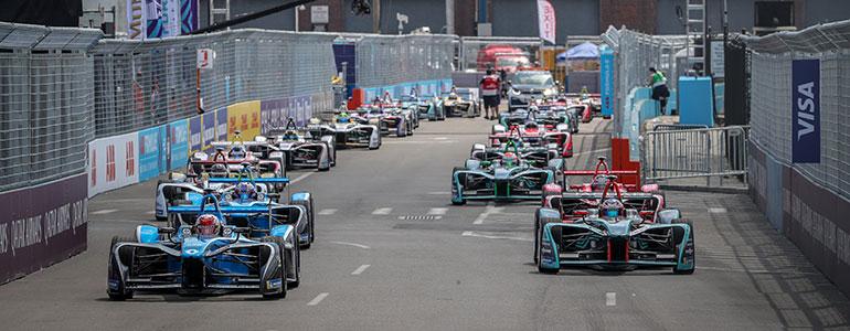 Finale vor der Skyline: Renault e.dams auf dem Formel E-Podest
