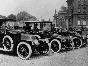 Faszinierende Zeitreise mit Renault Modellen