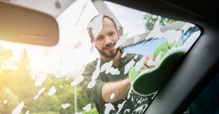 Sommerputz: Tipps für die richtige Autopflege