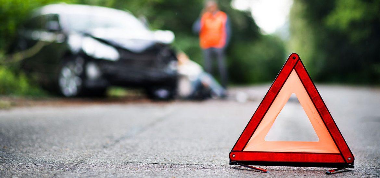 Warnweste, Verbandskasten & Co.: Das gehört in jedes Auto