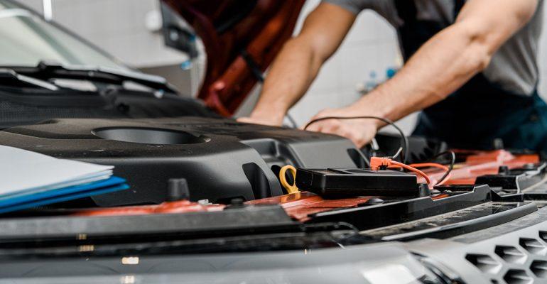 Verlängerung der Lebensdauer einer Autobatterie: Darauf müssen Sie achten!