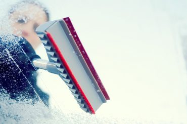 Eiskratzen und Türschloss enteisen: So wird's gemacht