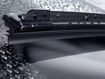 Windschutzscheibe reinigen: praktische Tipps für Autofahrer