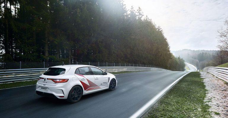 Tracktest: Mit dem MEGANE R.S. TROPHY-R auf dem Nürburgring