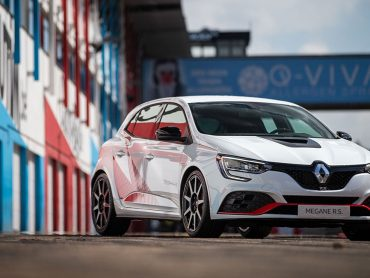 "Supertest Renault MEGANE R.S. TROPHY-R: ""Grandiose Fahrmaschine"""